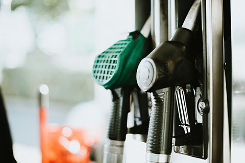 Additional equipment for filling a car tank with petrol